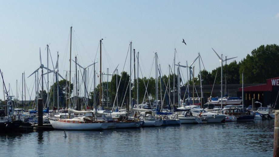 Charterstützpunkt Yachthafen Burgstaaken